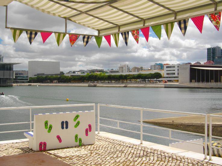 Divertido espaço lounge no Centro Náutico da Marina parque das Nações onde poderá fazer o seu lanche de aniversário, acompanhado da atividade de canoagem!
