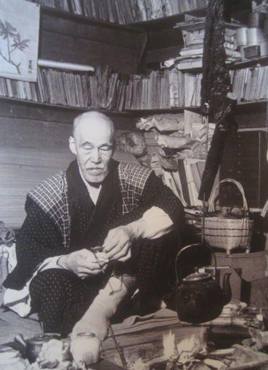 Kotaro Takamura (1883~1956), Japanese poet and sculptor at his home. 高村 光太郎