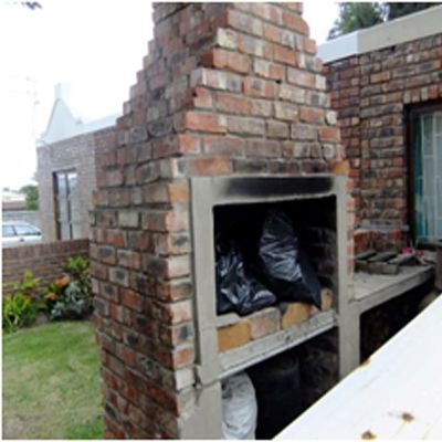 Lovely secure face brick low maintenance house. Fully walled, partly palisade.  Outside braai, storeroom and carport. Fantastic for n new family with a kid. Any type of pet will be happy here. Anton Bester 073 344 3242 / 044 871 5195 Anton.bester@seeff.com