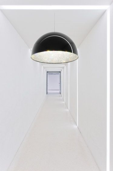 Lune black by Manooi #crystalchandelier #lightingdesign #interior #chandelier #coollamps #luxury #Manooi