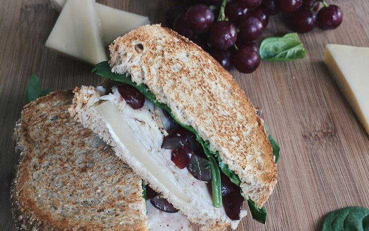 Sandwich à la dinde, aux raisins et au Suisse d'ici - Visuel