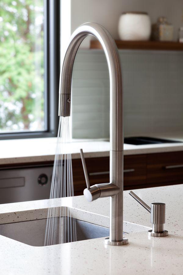 Kitchen / cuisine Kitchen faucet / robinet de cuisine Vento collection / collection Vento