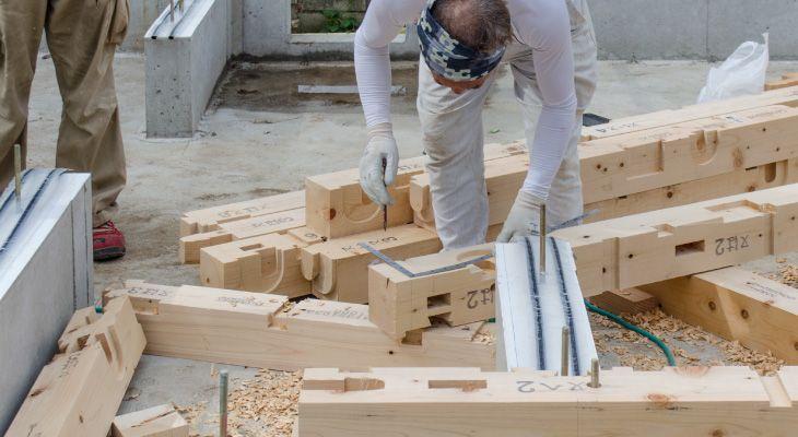 土台敷き 画像あり 家を建てる コンクリート 配管
