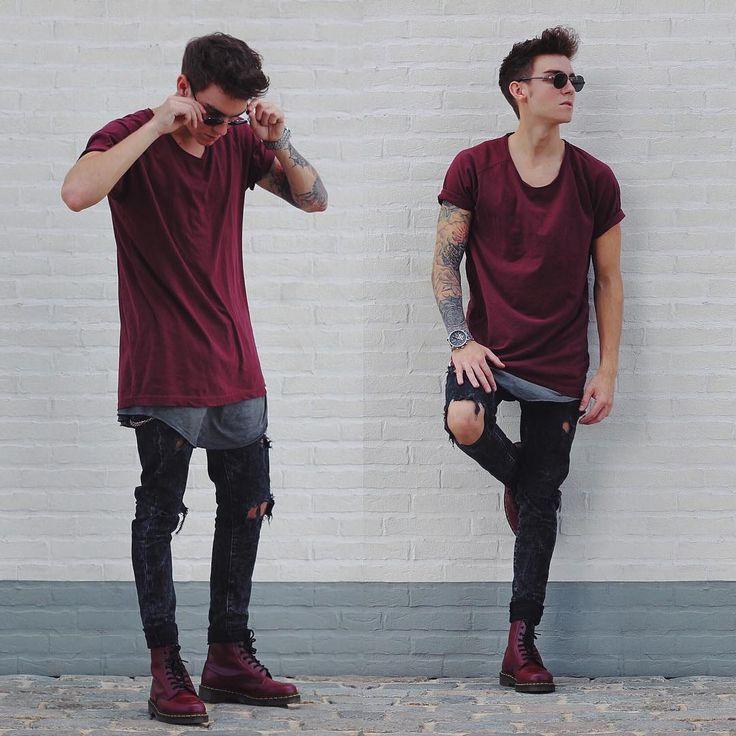 Look despojado com longline vinho lisa, calça super skinny rasgada e botas vinho.