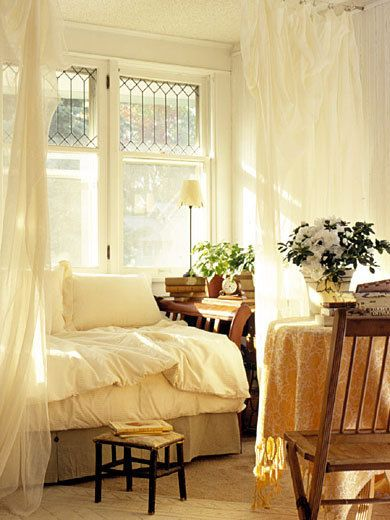 makes me happy: Dreams Bedrooms, Bedrooms Design, Studios Apartment, Reading Nooks, White Bedrooms, Leaded Glasses, Beds Nooks, Guest Rooms, Window Seats