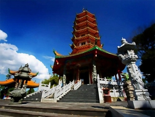 WATUGONG vihara, Semarang, Indonesia|http://www.nusatrip.com/id/tiket-pesawat/ke/semarang_SRG #nusatrip #travel #travelingideas #semarang #indonesia #holiday #onlinetravelagency #destination