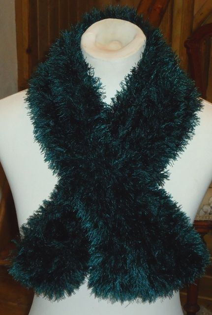 Easy Knitting Patterns Eyelash Yarn Scarf : 1000+ images about Knit Scarves on Pinterest Purl bee, Stitches and Patterns