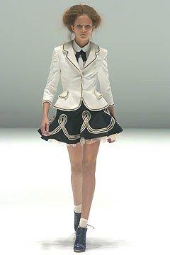 Alexander McQueen Spring 2005 Ready-to-Wear Fashion Show - Solange Wilvert