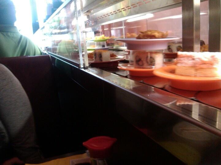 bai fu running sushi.. p2.. 200kc eat as much as you can...