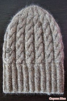 Вяжем несложную шапку с косами Puffo
