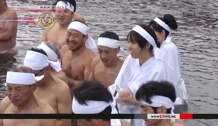 Ritual de purificação de inverno realizado em Gifu. Um grupo de pessoas reuniu-se às margens de um rio na prefeitura de Gifu, no centro do Japão, neste sábado (30), para participar de uma cerimônia de purificação.