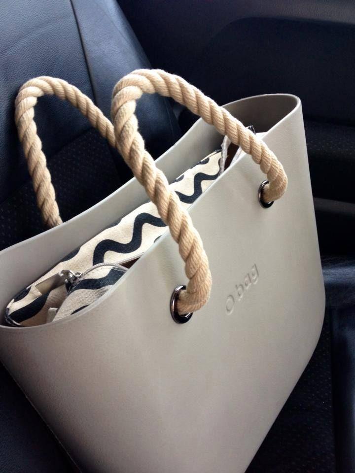 Оксана ci invia un'elegante #Obag sabbia, manici in corda e canvas a onde.