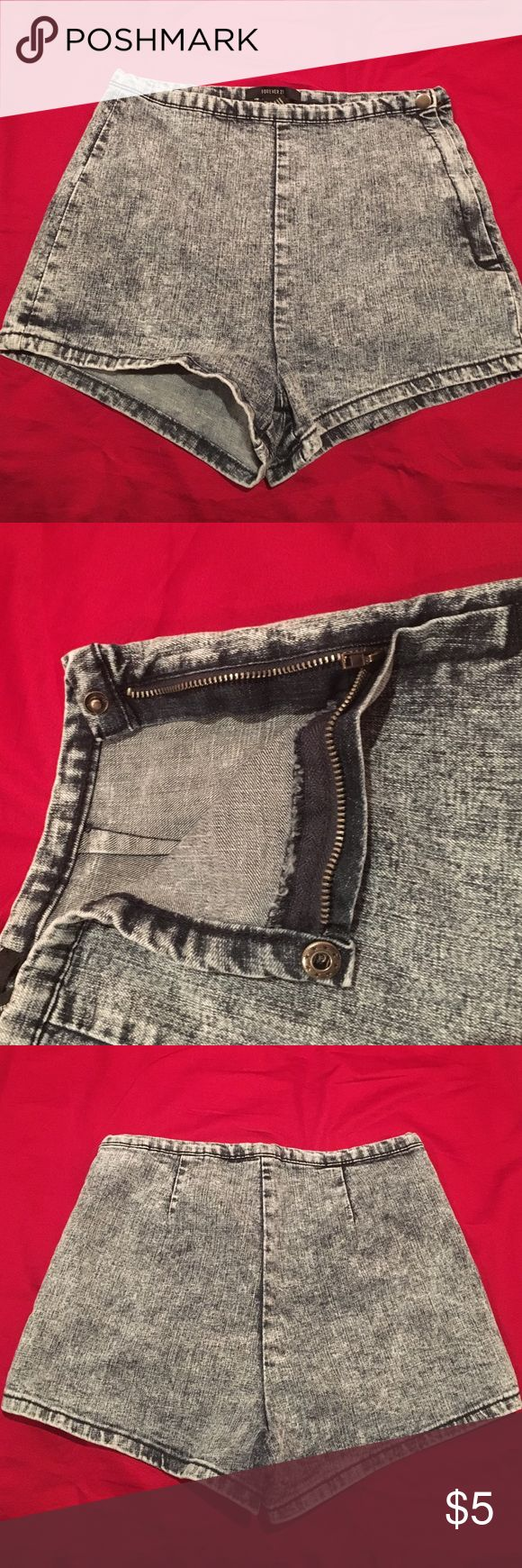 Acid wash shorts Cute and stylish, no pockets and flatters your figure. Side zipper with button on top. Inseam: 2 inches. Leg width: 10.5 inches. Length: 12.5 inches Forever 21 Shorts Jean Shorts