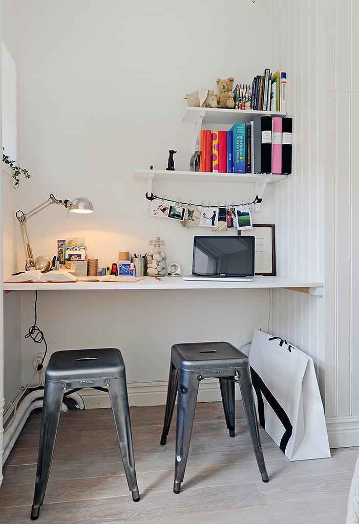 bright little desk nookSwedish Interiors, Work Spaces, Interiors Design, Workspaces, Small Spaces, Desks Nooks, Offices Nooks, Desks Spaces, Home Offices