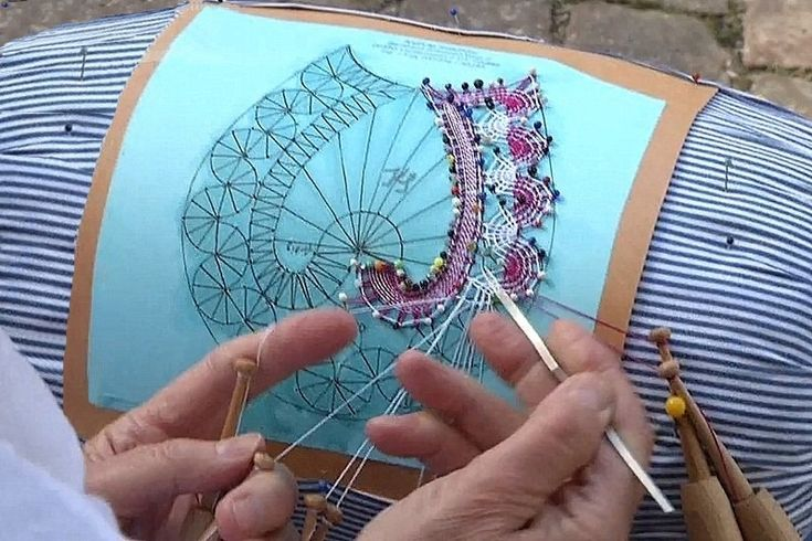 making bobbin lace 2