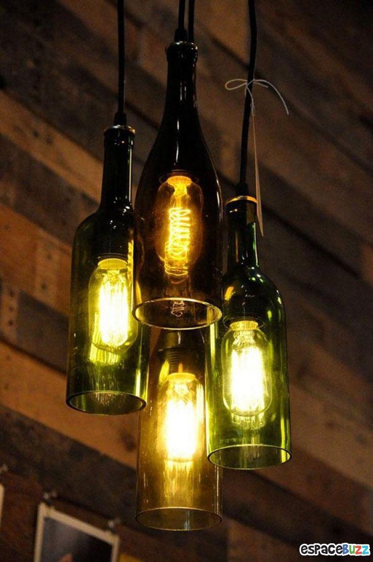 """Bouteilles de vin formant un lustre (in """"22 objets magnifiquement recyclés"""")"""