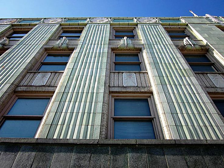 Masonry restoration, repair, and tuckpointing on a commercial building