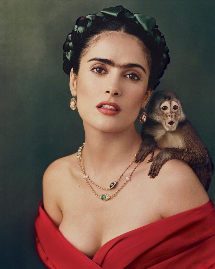 "Salma Hayek ""as Frida Kahlo"" / Photographed by Annie Leibovitz / For Vogue October 2002 ( Follow Me on https://www.instagram.com/strictblog/ ) Reto Visual 10, fotografía de un fotógrafo reconocido."