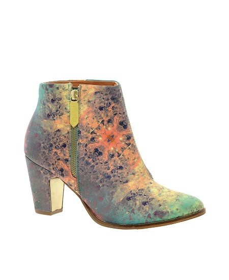 Fancy Feet: 16 colourful boots to keep your tootsies toasty - dropdeadgorgeousdaily.com #boots #colourful