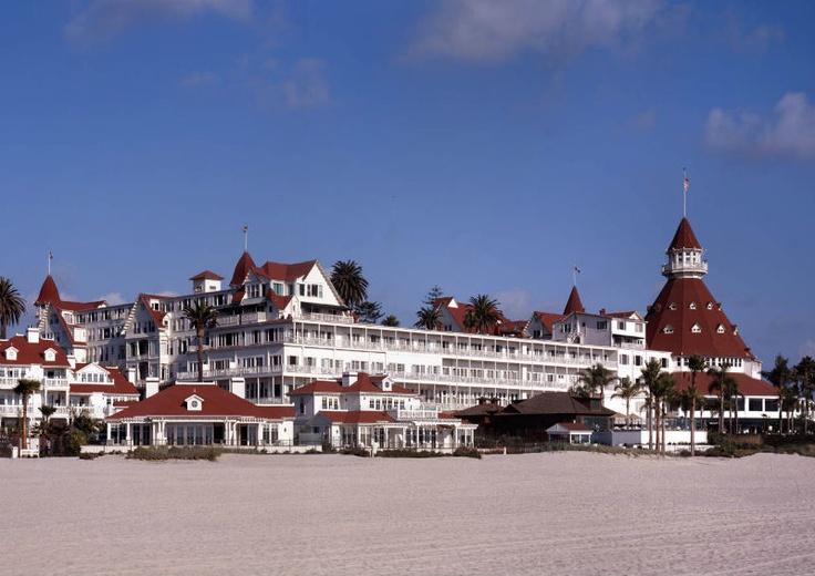 """Hotel del Coronado: Manche mögen's heiß - Ein #Klassiker unter den #Filmhotels ist das Hotel del Coronado. Hier wurde die  Billy-Wilder-Komödie """"Manche mögen's heiß"""" mit Schauspielikone Marilyn Monroe gedreht. Das Hotel, das im Film in Miami liegt, befindet sich eigentlich in San Diego (Kalifornien)."""