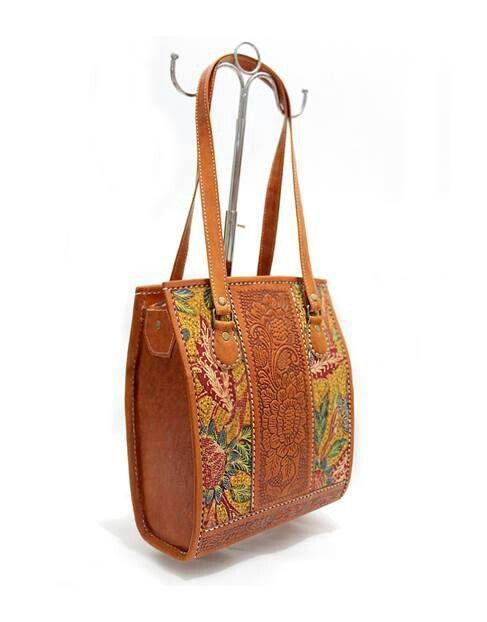 """BQ001 Premium Leather Bag with """"Batik Tiga Negri""""- IDR 525.000"""