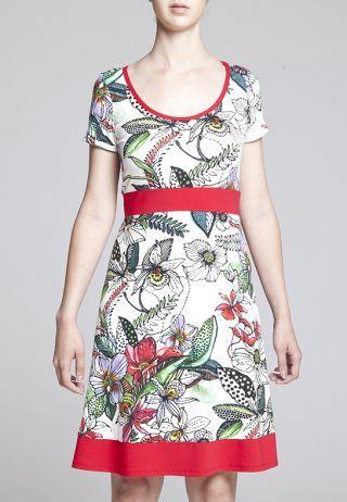 Robe Ariel, Robe ligne A à manches courtes en tricot léger imprimé. Empiècements de couleur complémentaire à la taille et à l'ourlet. Finition de biais à l'encolure. Longueur : 35 ½'', 90 cm. un design de Kollontai.