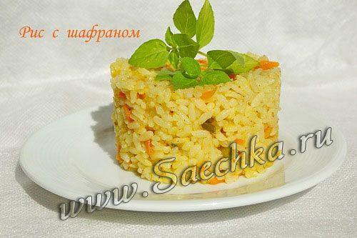 Из-за предварительного обжаривания рис в мультиварке получается рассыпчатым, а шафран придает золотистый цвет и очень легкий, едва уловимый приятный привкус.