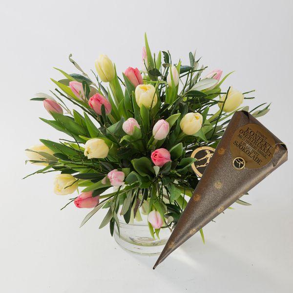 Pastell tulipanbukett med kremmerhus fra Interflora. Om denne nettbutikken: http://nettbutikknytt.no/interflora-no/