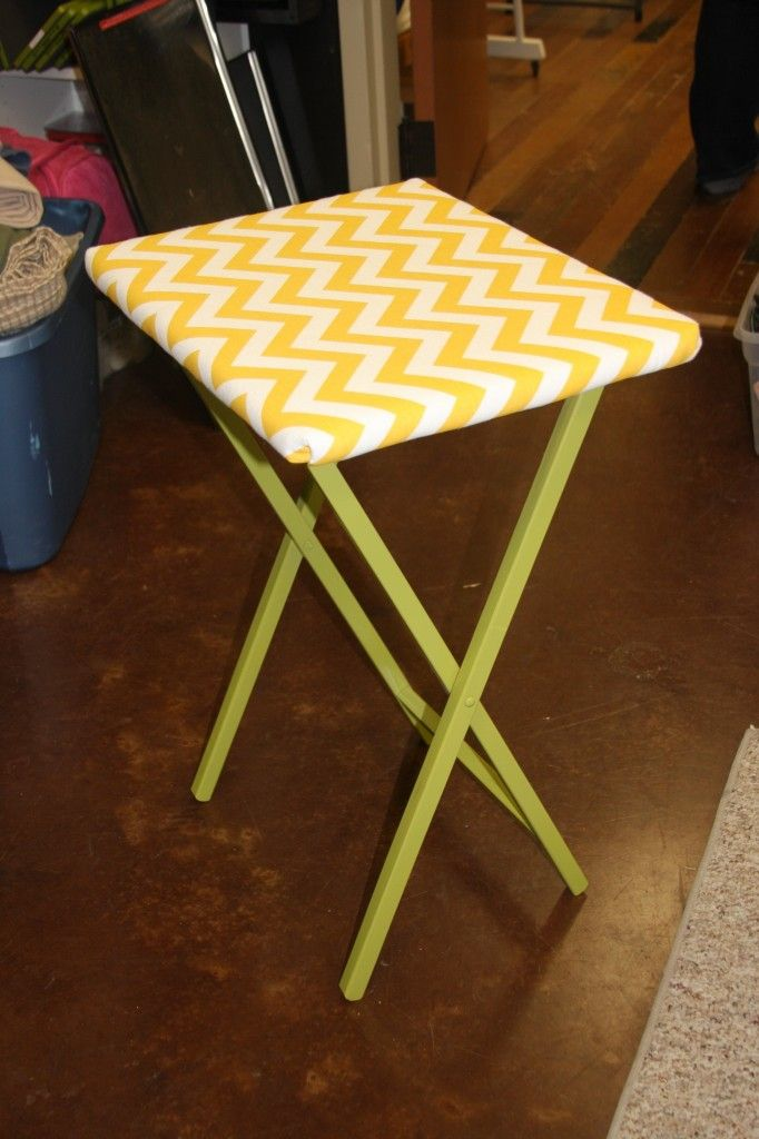 TV tray to ironing board: Ironing Boards, Tv Trays Makeovers, Minis Irons, Tv Trays Tables Makeovers, Tv Trays To Irons Boards, Trays Irons, Fabrics, Boards Smart, Quilts Irons