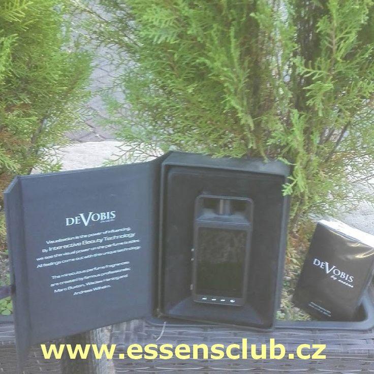 #DeVobis by #Essens disponuje kvalitní obrazovkou s úhlopříčkou 3,5 palce a s kapacitou vnitřní paměti 4 GB. Tato umožňuje uživatelům individuálně přizpůsobit balení parfému nahrávkou oblíbeného , hudby a fotografií. Umožňuje vytvořit skutečně na míru šitý #dárek pro vaše blízké. Seznamte se s výhodami členství klubu a registrujte se ještě dnes a nakupujte levněji – http://essensclub.cz/essens-czech/vyhody-clenstvi-essens/