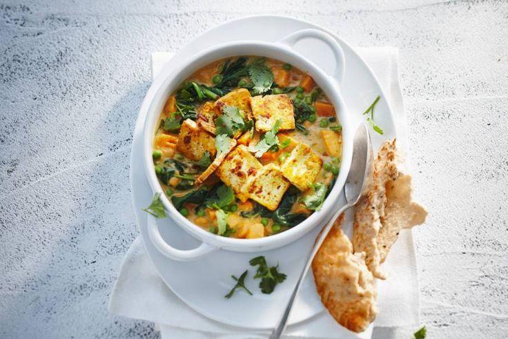 Kijk wat een lekker recept ik heb gevonden op Allerhande! Knapperig gebakken tofu in zoete-aardappelcurry