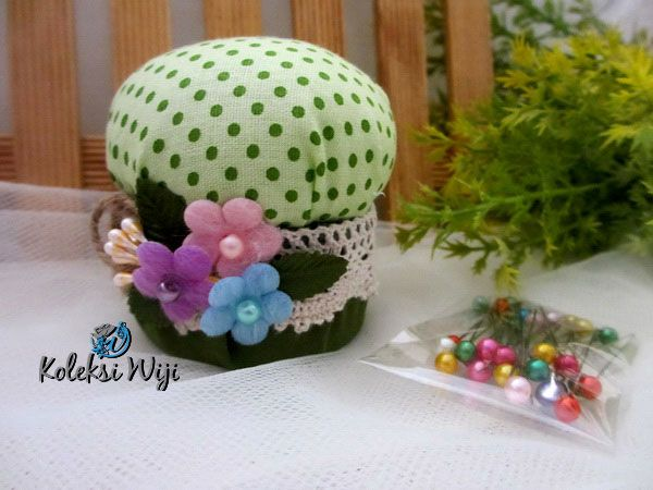 http://koleksiwiji.com/product/green-mushroom-pincushion   Green Mushroom Pincushion Size : Diameter jar 6 cm Colours : Polka hijau Materials :  cotton fabrics, dakron and beads    bantal jarum, jarum pentul, koleksiwiji, pincushion, tuspin jar -  - #BantalJarum, #JarumPentul, #Koleksiwiji, #Pincushion, #TuspinJar -