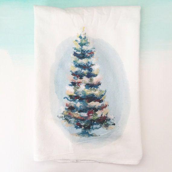 Baumwoll-Geschirrtuch mit Weihnachtsbaum. von KristineBrookshire auf Etsy