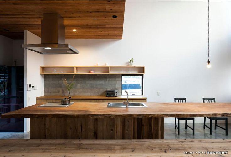 いいね!471件、コメント1件 ― Houzz Japanさん(@houzzjp)のInstagramアカウント: 「ダイニングテーブルまで続く、5mのキッチンカウンターは圧巻。写真手間は畳敷きのリビングスペースにつながっています。⠀ (御殿場の家:ツクリト建築設計事務所 @tukurito)⠀…」