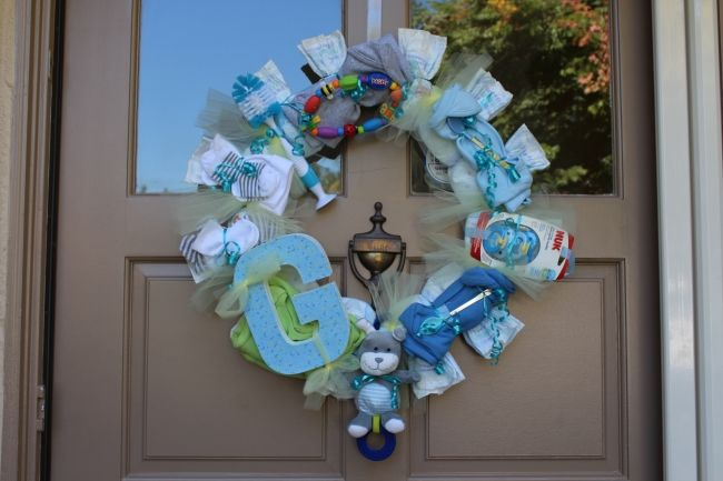 1000 images about baby shower wreath on pinterest yarn for Baby confetti decoration