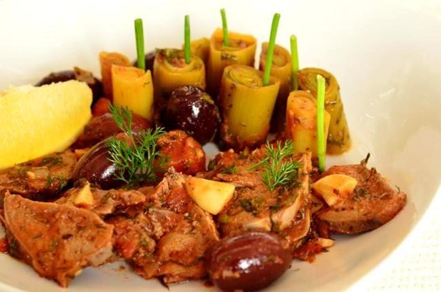 praz umplut, praz cu măsline. ziua prazului oltenesc, autentic - http://www.dorianradu.ro/recipes/praz-umplut-praz-cu-masline/