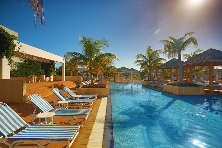 Swimming Pool Hotel Valentin Perla Blanca in Cayo Santa Maria, Cuba. Cayosantamariacuba.net