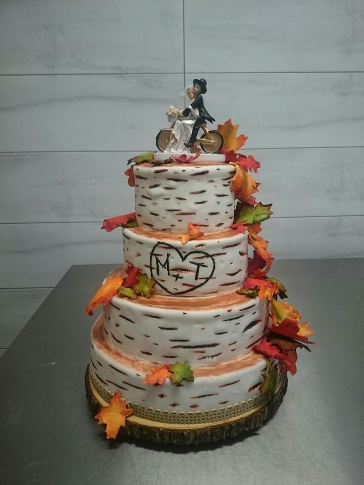 Tort weselny utrzymany w stylistyce jesiennej
