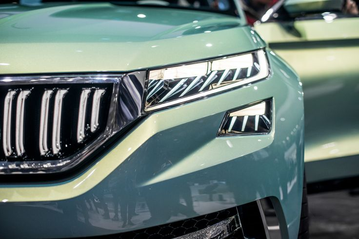 The wide, trapezoid ŠKODA grille with upright struts shape the face together with the four flat, raked, highly-set headlights – their LED technology will shortly go into series production #VisionS ---> http://goo.gl/ed9yfR
