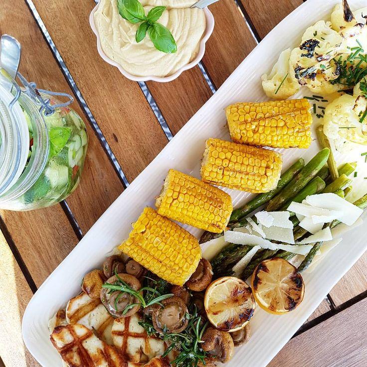 """40 gilla-markeringar, 1 kommentarer - Mellberg Wellness (@mellbergwellness) på Instagram: """"Vegetarisk grill med hummus och gurksalsa ~ den grillkvällen skojar en inte bort 🌽☘👌 #vegetariskt…"""" grillmat"""