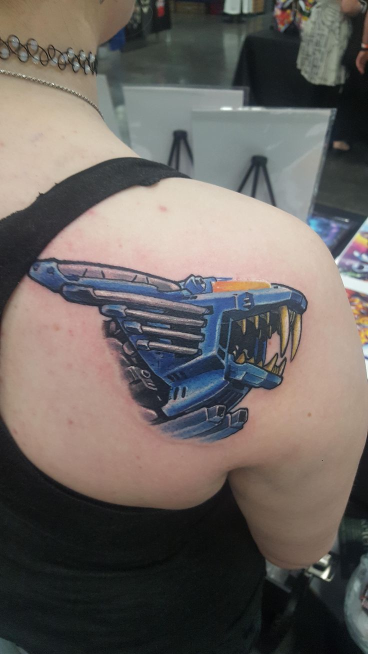 Blade Liger by Casey Baker at Portland Comic Con Oregon (Area 51 tattoo x-post r/zoids)