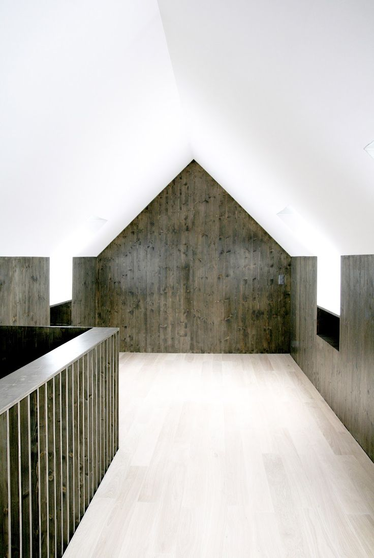 Le garde-corps, notamment - Dark and light wood with white plaster. Nice. House renovation by Reuter Raeber.