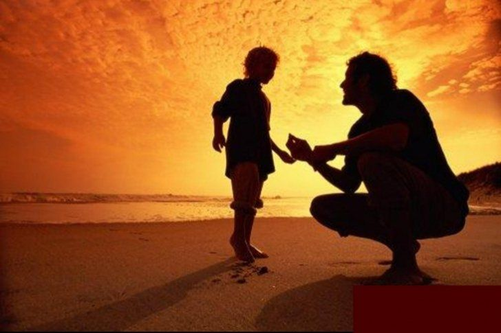 Una investigación realizada por la revista Journal of Family Psychology revela que los padres sí tienen un hijo favorito, y que este suele ser el mayor de los hermanos</p> <p>¿Tienen los padres un hijo favorito por encima de otro? Por mucho que los padres digan que no, y que quieren a todos sus niños por igual, la ciencia ha demostrado justo lo contrario.</p>