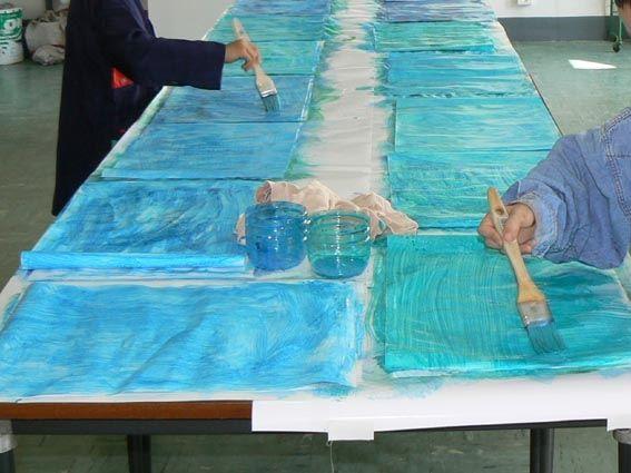 Voici un aperçu des panneaux que les enfants ont préparés pour la présentation de leurs masques. Le vernissage de l'exposition est le 19 juin 2007 à 18h15 avec spectacle de danse et de chant au gymnase à 17h30. Merci au gardien de l'école qui est en train...