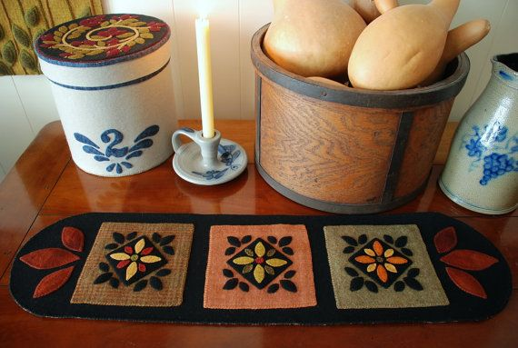Apliques de lana mesa runner arte popular por HorseAndBuggyCountry