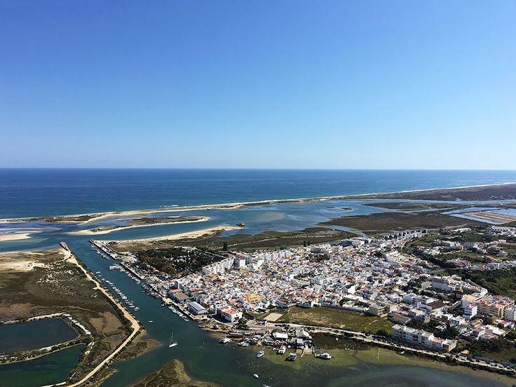 In een Ultralight het luchtruim verkennen boven de zuidkust van de Algarve. Vlieg mee met Theo voor een schitterend uitzicht op de kustlijn, zijn huis en natuurgebied Ria Formosa met al zijn eilandjes.
