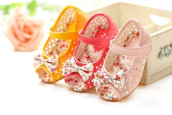 2015 весной и летом отверстие обувь голова рыбы обувь детская обувь детская обувь малыша мягким дном принцесса обувь детская сандалии