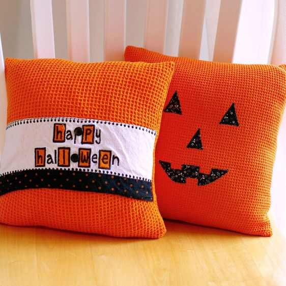 Friday Spotlight: Michele's Spooky Dishtowel Pumpkin Pillows — SewCanShe | Free Daily Sewing Tutorials