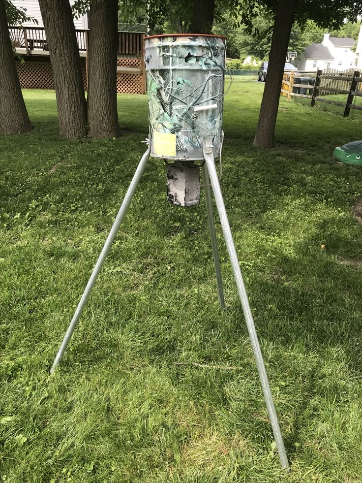 Modified hanging deer feeder to tripod feeder