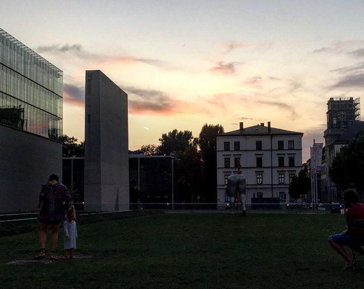 Abendstimmung / Museumsviertel / Bahnwärter Thiel  #weiter #mpfund #monoart_ #munich #münchen  #münchenliebe  #justgoshoot #artsofvisuals #writerslife #iphoneonlyphoto #photooftheday  #awesome #outofthephone #architecture  #travel  #lostandfound #onmyway  #bahnwärterthiel  #travelphotos  #streetography #discovermore  @muenchen